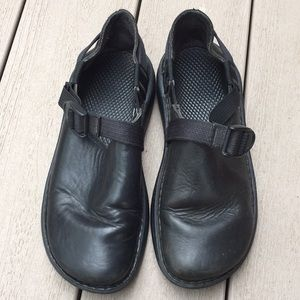 Shoes - Chaco clogs